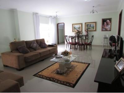 Casa, 3 quartos, 244 m2