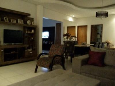 Kitinete (Casa), 4 quartos, 300 m2